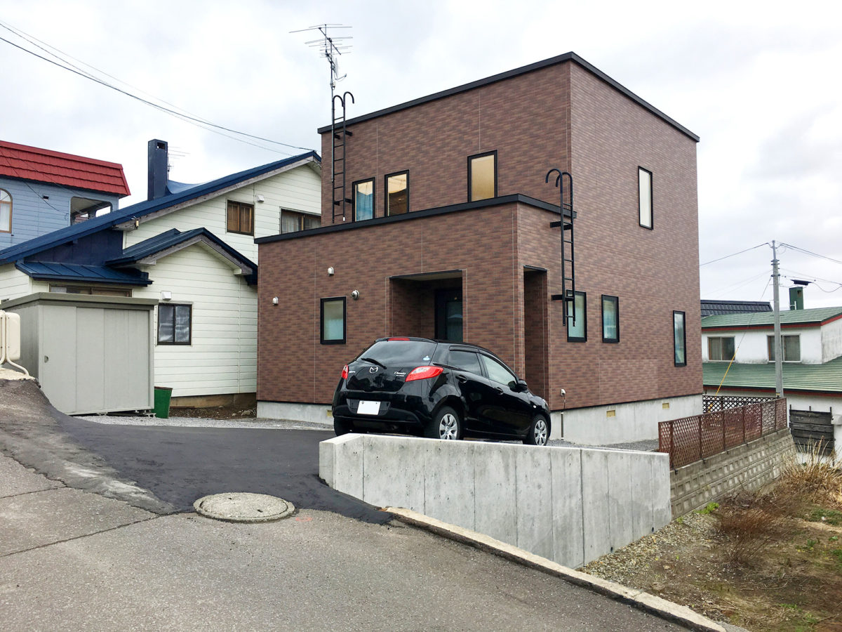 小樽市N様邸-コンクリート打ち放し土留め擁壁