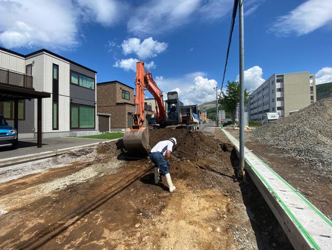 小樽市道の道路改良工事をしています