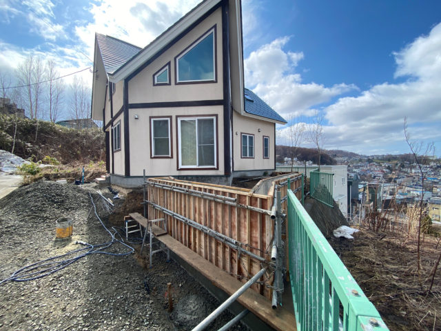 N邸-鉄筋コンクリート擁壁型枠設置完了